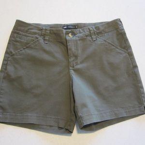 Lee NWOT midrise fit shorts